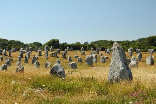 carnac-alignments-stone-610